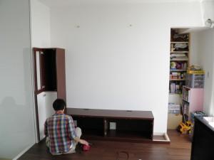 テレビボードの組み立て