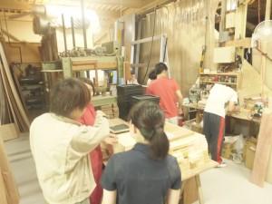 木工所での作業風景