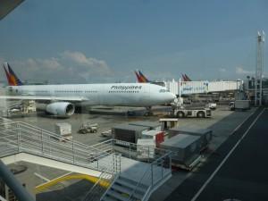 フィイピン国際空港内でフィリピン航空機