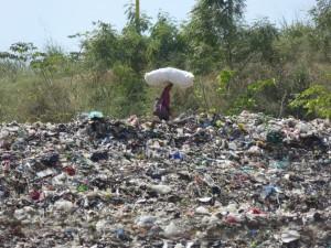 ゴミを集める人