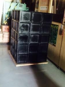 塗装された黒い箱