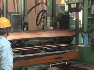 大きな帯鋸での加工