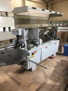 この機械の中に沢山の機械が入ってます。