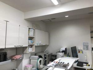 歯科医院の吊戸棚を改修作業