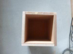 実験用木箱の中