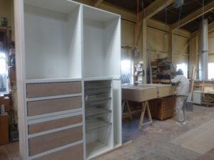 こんな大きい家具も職人さん一人で作り上げます!