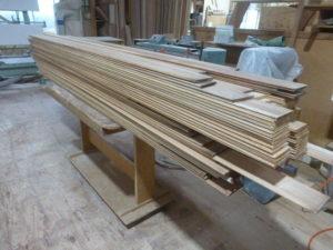 お客さんから支給の材料がたくさん!杉材の羽目板です。